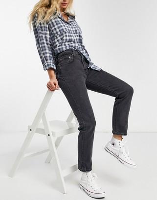 Levi's 501 crop jean in washed black