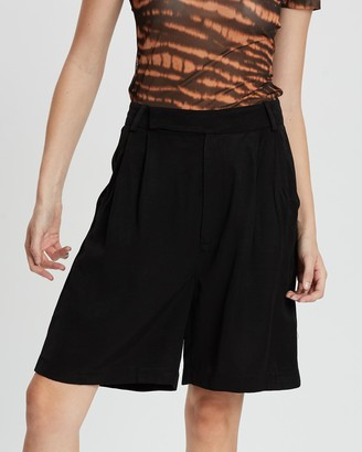 Third Form Le Mode Bramuda Shorts