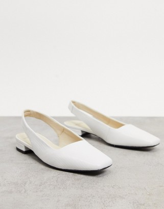 Vagabond Layla Flat Shoe with square toe in white croc leather