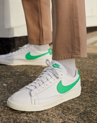 Nike Blazer Low Leather trainers in white/green