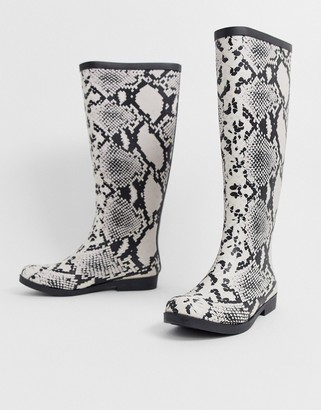 Asos Design DESIGN Gracious wellies in snake print-Multi