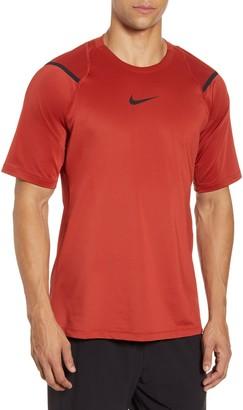 Nike Pro AeroAdapt T-Shirt