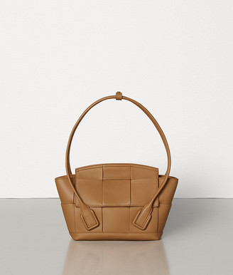 Bottega Veneta ARCO 33 BAG IN GRAINY CALF