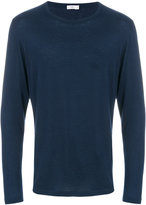 Closed long sleeved T-shirt