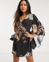 Liquorish kimono sleeve dress in eastern floral print