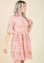 Lovably Ladylike Lace Dress in M