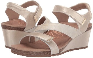 Aetrex Brynn (Gold) Women's Sandals