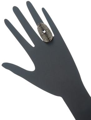 Mizuki Feather Medallion Diamond Ring