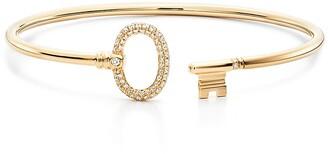 Tiffany & Co. Keys wire oval bracelet in 18k gold with pave diamonds, small