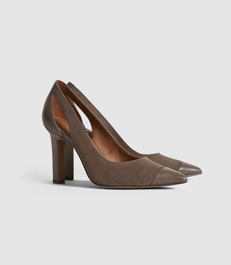 Reiss Samara - Leather Point Toe Court Shoes in Mid Grey