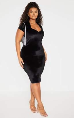 PrettyLittleThing Plus Black Velvet Short Sleeve Sweetheart Neckline Midi Dress