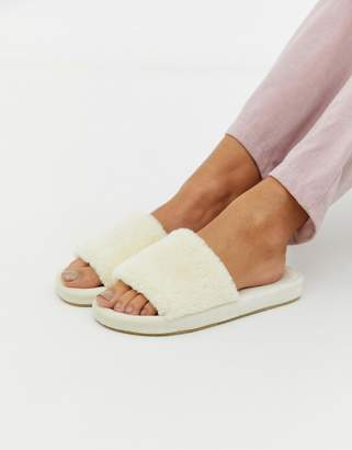 Loungeable fluffy slipper in cream