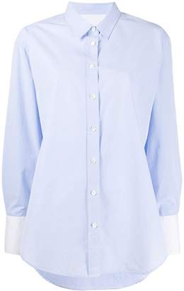 Closed buttoned loose shirt