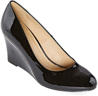 CL BY LAUNDRY CL by Laundry Womens Lilani Closed Toe Wedge Heel Pumps