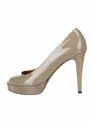 Gucci Patent Leather Pumps Grey