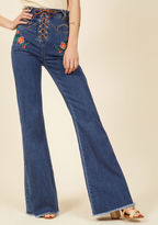 Throwback Fascination Jeans in 28