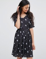 Lavand Ballerina Print Belted Dress in Black