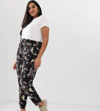 New Look Plus Curve floral jogger in black pattern