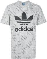 adidas classic logo patch T-shirt