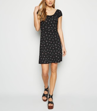 New Look Ditsy Floral Spot Print Milkmaid Dress