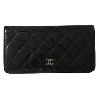 Chanel Timeless/Classique Black Patent leather Wallets