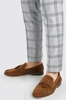 boohoo Mens Brown Faux Suede Weave Tassel Loafer, Brown