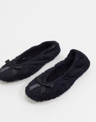 totes Isotoner ballet slippers in black