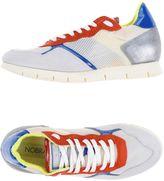 Nobrand Sneakers