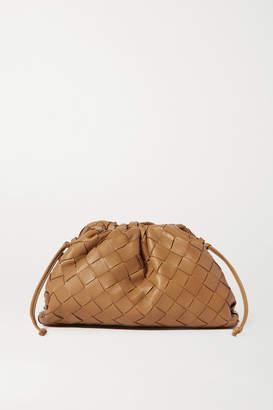 Bottega Veneta The Pouch Small Intrecciato Leather Clutch - Light brown
