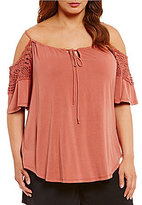 Gibson & Latimer Plus Cold-Shoulder Crochet Knit