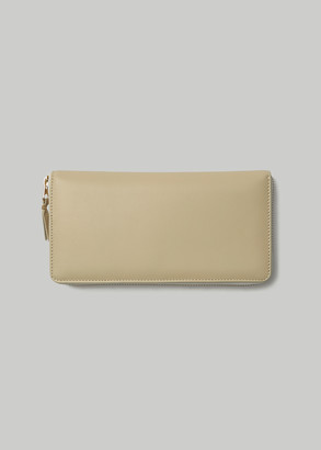 Comme des Garcons Women's Classic Leather Line Large Zip Around Wallet in Off White