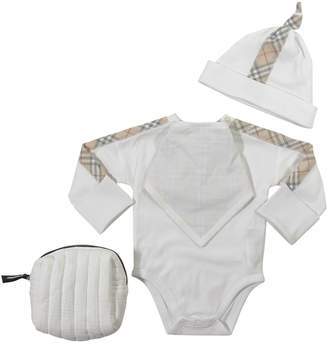 Burberry White Cotton Set With Body, Hat And Bib
