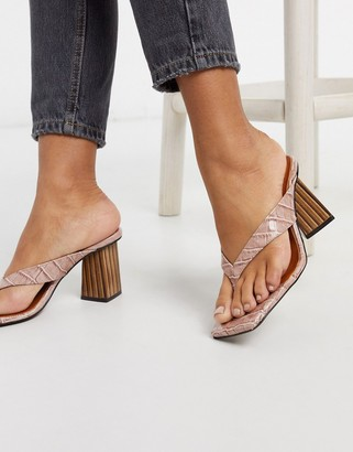 CHIO mules with toe post in blush croc leather