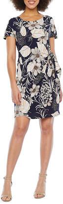 Robbie Bee Short Sleeve Floral Sheath Dress