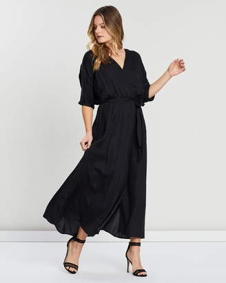 Atmos & Here Short Sleeve V-Neck Maxi Dress