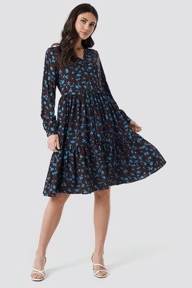 NA-KD V-Neck Printed Ruffle Dress