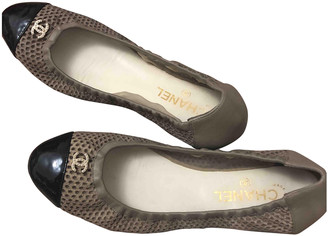 Chanel Grey Patent leather Ballet flats