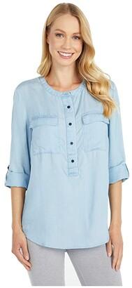 Tommy Hilfiger Adaptive Women's Magnetic Button Shirt Regular Fit (Medium Wash) Women's Clothing