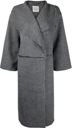 Totême Oversized Houndstooth-Print Coat