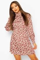 boohoo Woven Shirred Neck And Cuff Printed Shift Dress