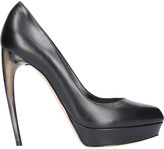Alexander McQueen Horn leather courts