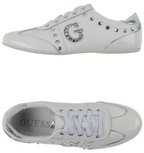 GUESS Low-tops & sneakers