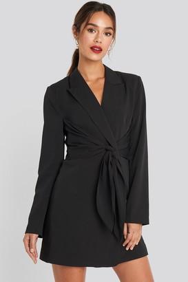 Chloé B X NA-KD Tie Short Blazer Dress Black