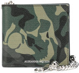 Alexander McQueen camouflage chain wallet - men - Calf Leather/metal - One Size