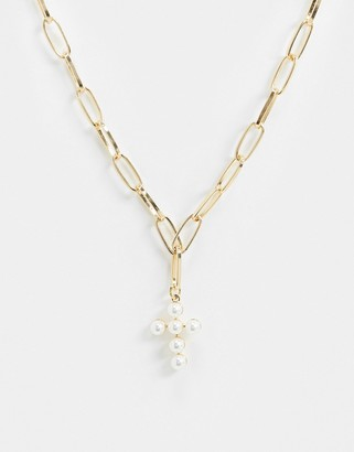 Glamorous chunky chain necklace with pearl cross pendant