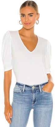 Frame Shirred V Short Sleeve Knit Top