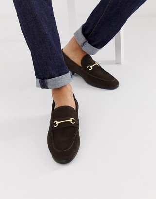 Asos Design DESIGN loafers in brown suede with gold snaffle