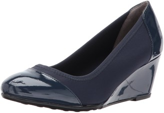 LifeStride Women's Juliana Stretch Wedge Pump