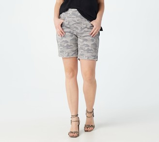 "Belle By Kim Gravel TripleLuxe Twill Pull-On 8"" Shorts"