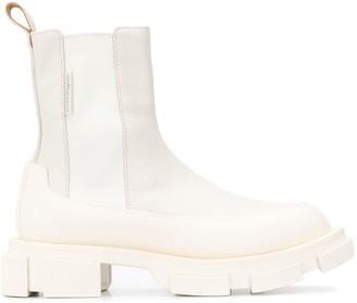 both Gao chelsea boots